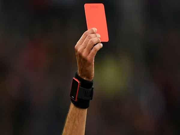 Thẻ đỏ là gì?